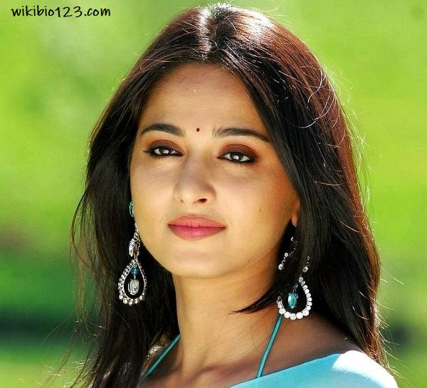 Anushka Shetty wiki Bio Age Figure size Height HD Images Wallpapers Download
