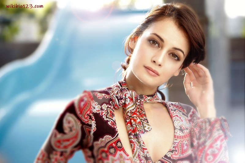 Dia Mirza wiki Bio Age Figure size Height HD Images Wallpapers Download