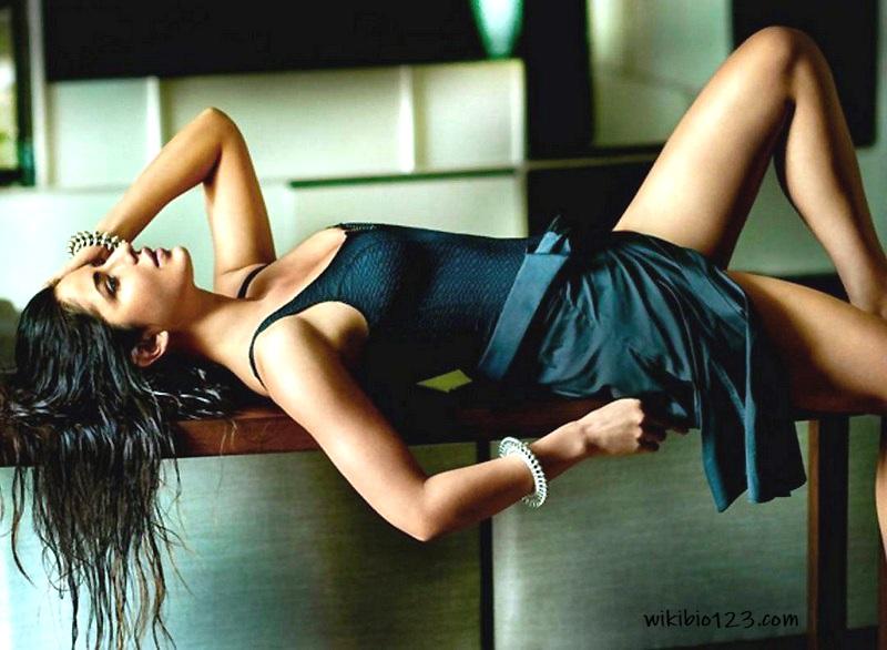 Katrina Kaif wiki Bio Age Figure size hd Height Wallpapers Download