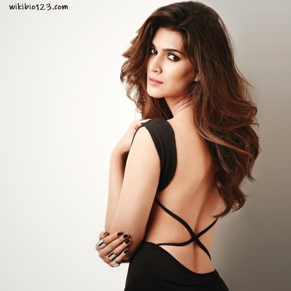 Kriti Sanon wiki Bio Age Figure size Height HD Images Wallpapers Download