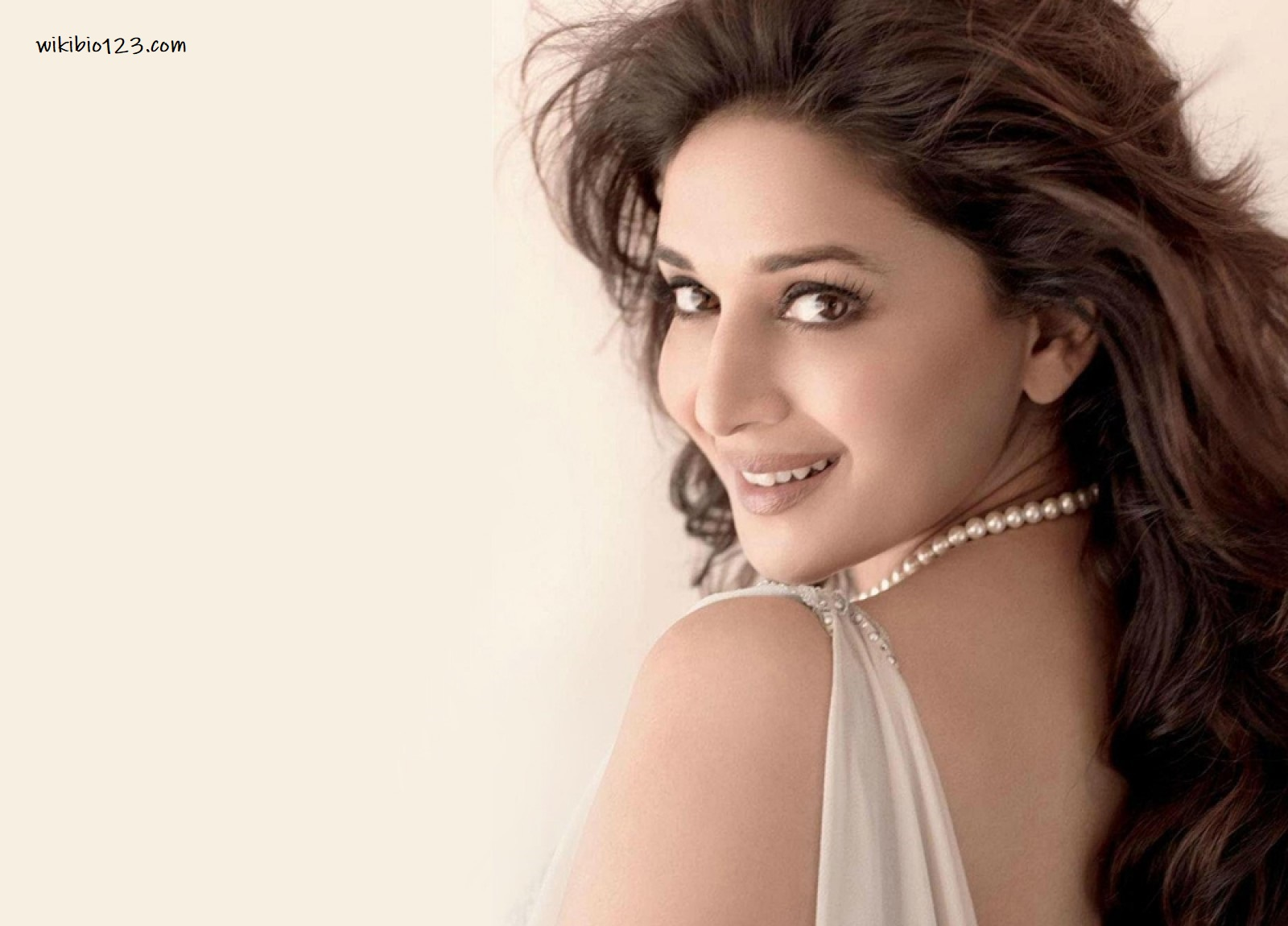 Madhuri Dixit HD Images Wallpapers Download