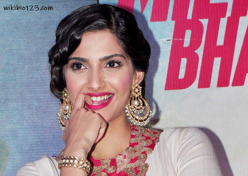 Sonam Kapoor wiki Bio Age Figure size Height HD Images Wallpapers Download