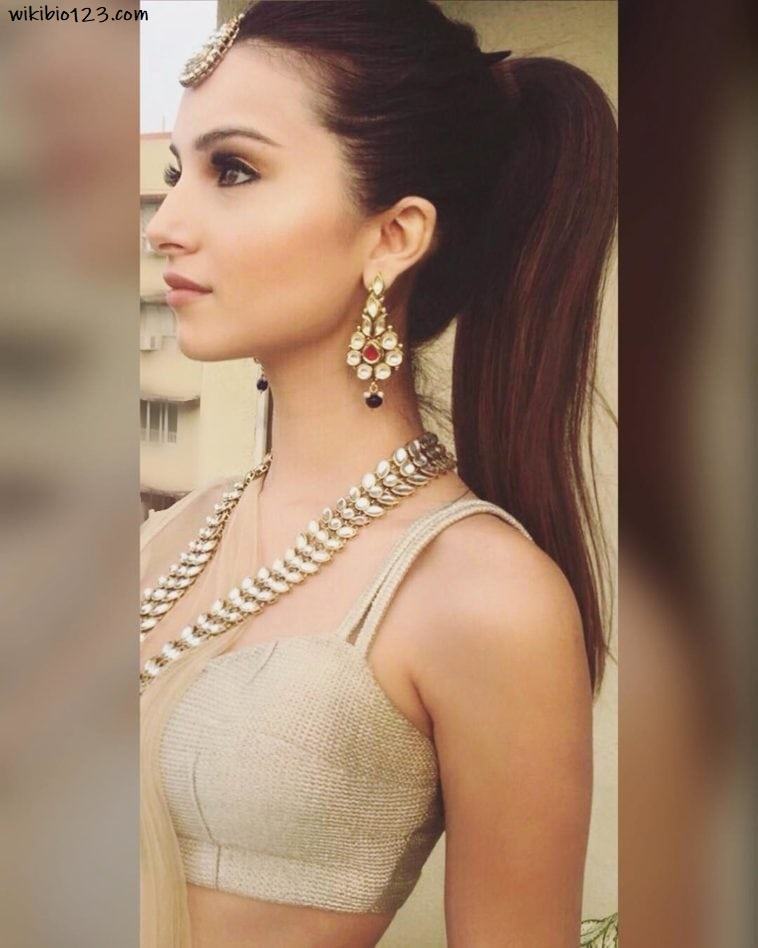 Tara Sutaria wiki Bio Age Figure size Height HD Images Wallpapers Download