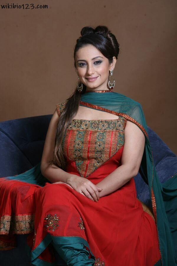 Divya Dutta wiki Bio Age Figure size Height HD Images Wallpapers Download