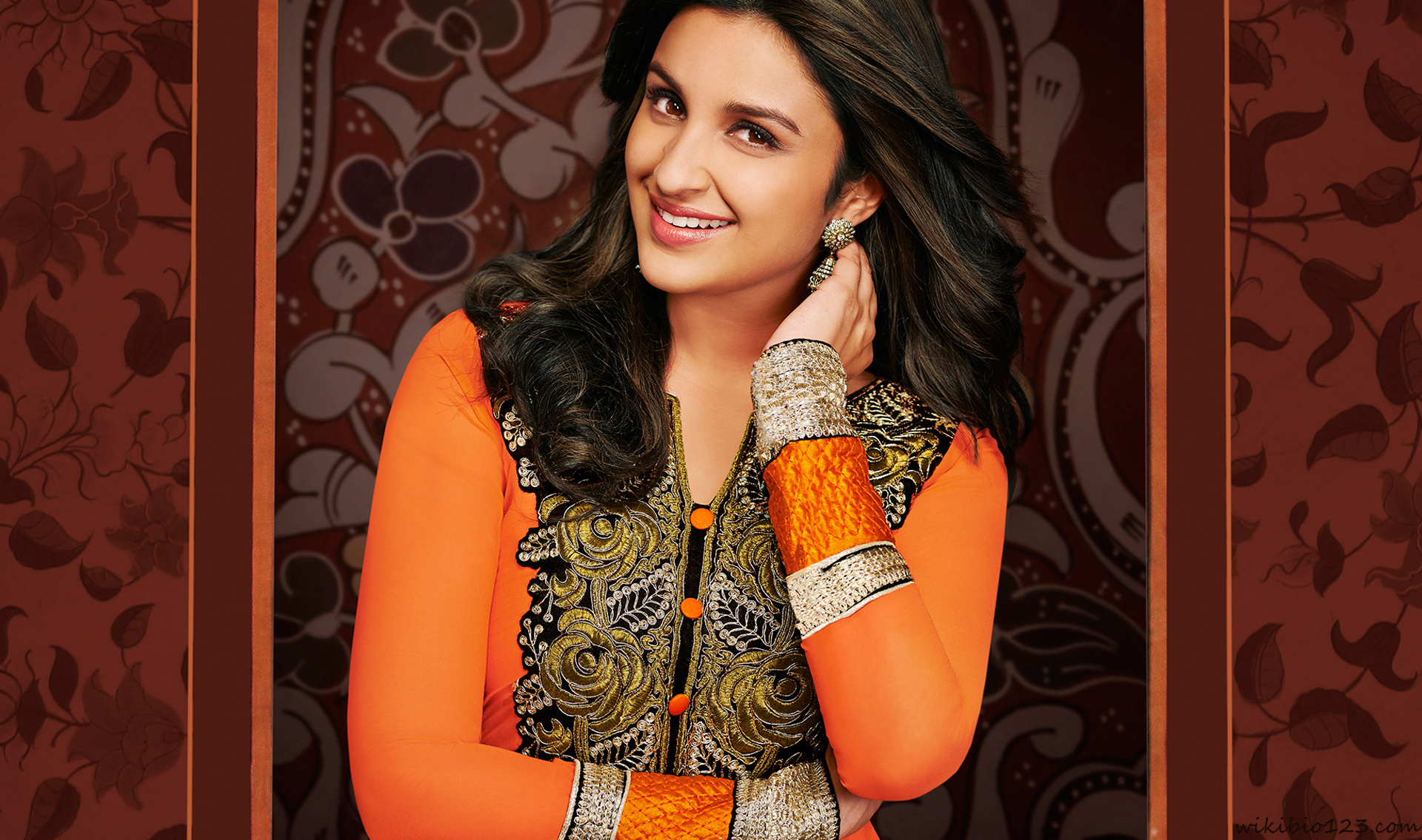 Parineeti Chopra wiki Bio Age Figure size Height HD Images Wallpapers Download