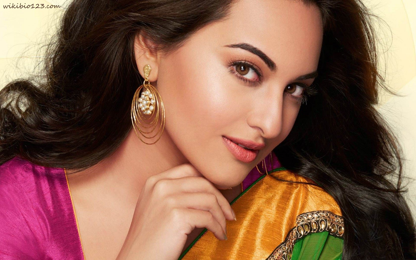 Sonakshi Sinha wiki Bio Age Figure size Height HD Images Wallpapers Download