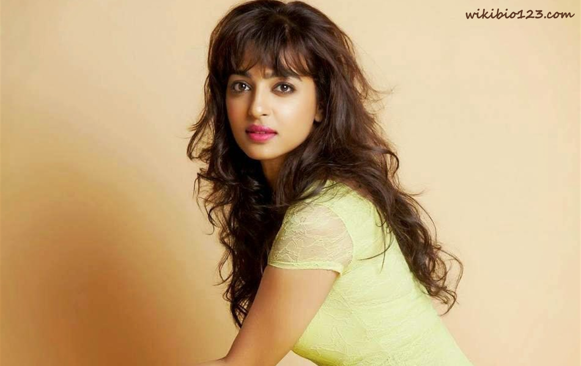 Radhika Apte wiki Bio Age Figure size Height HD Images Wallpapers Download