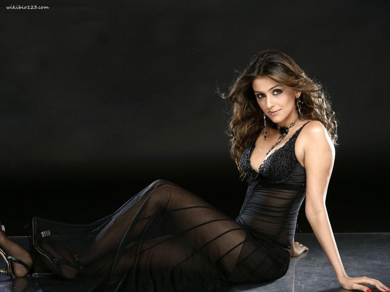 Aarti Chabria wiki Bio Age Figure size Height HD Images Wallpapers Download