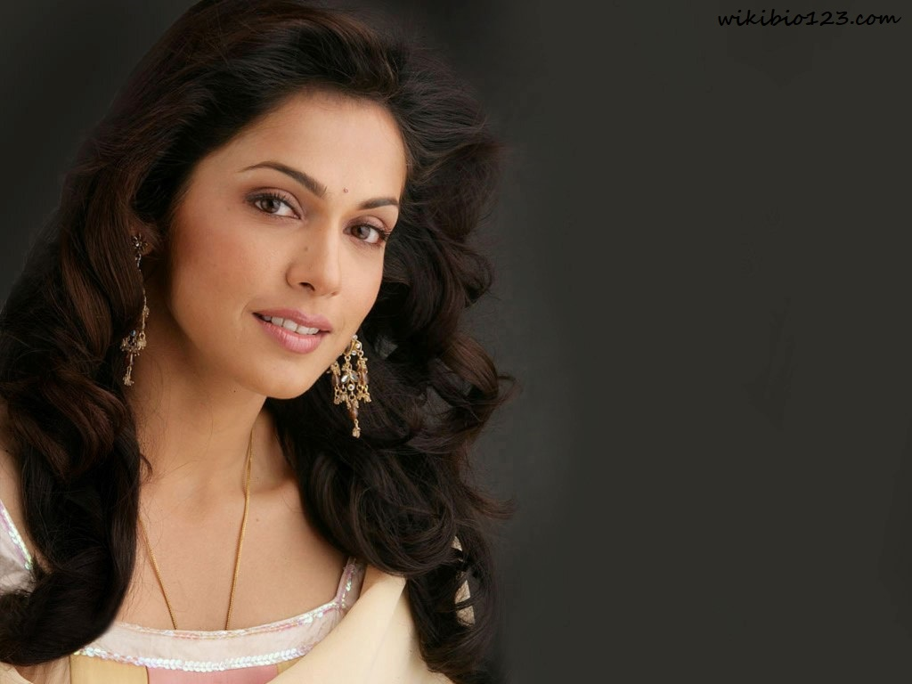 Isha Koppikar HD Images Wallpapers Download