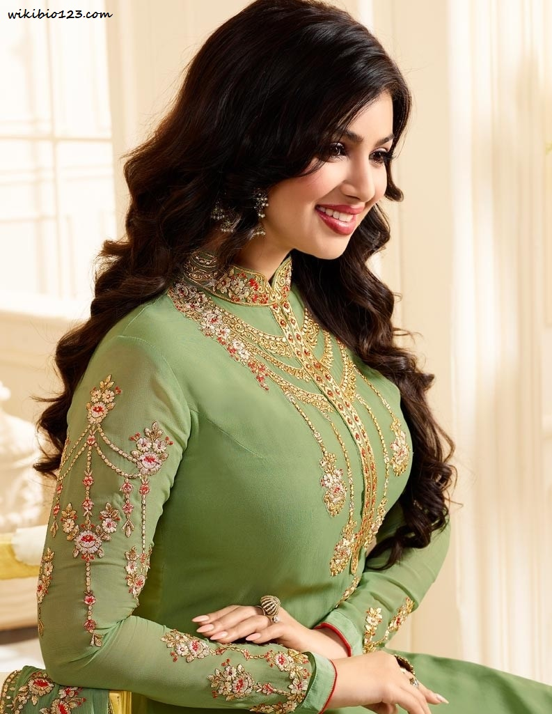 Ayesha Takia wiki Bio Age Figure size Height HD Images Wallpapers Download