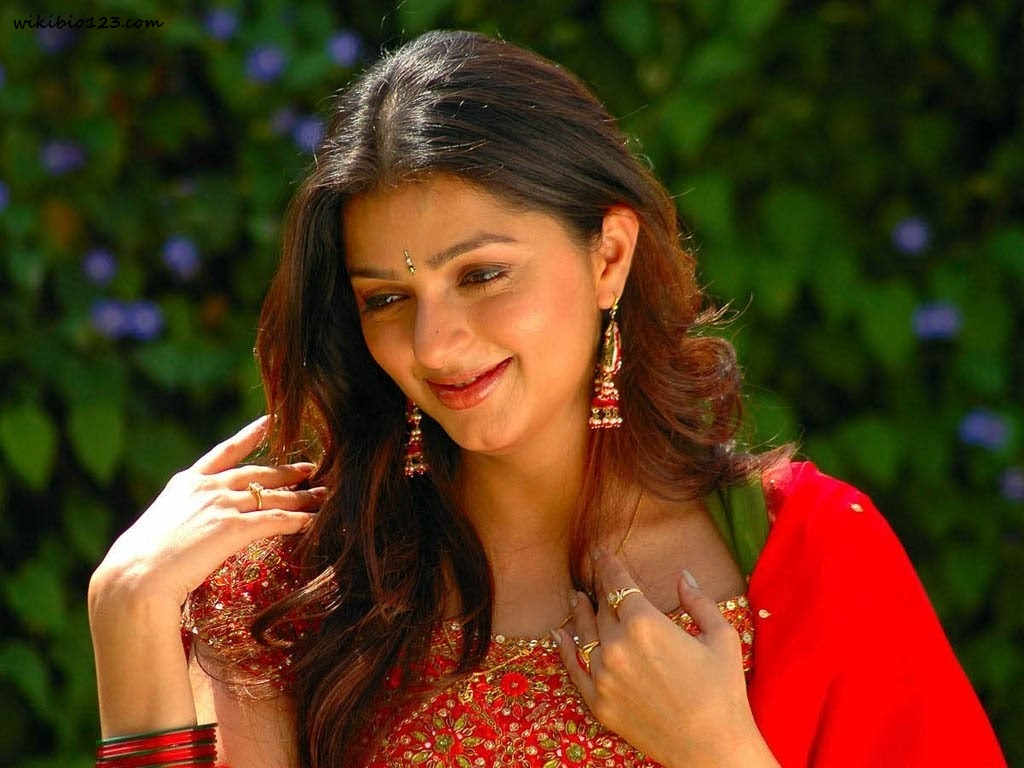 Bhoomika Chawla HD Images Wallpapers Download