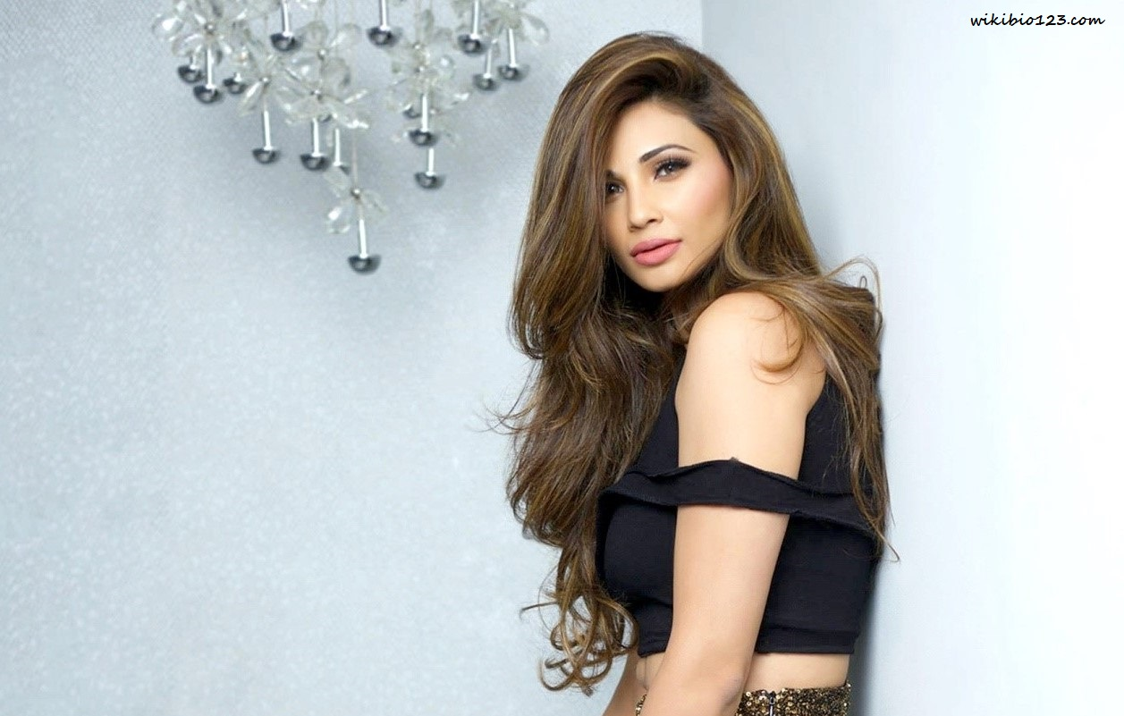 Daisy Shah wiki Bio Age Figure size Height HD Images Wallpapers Download