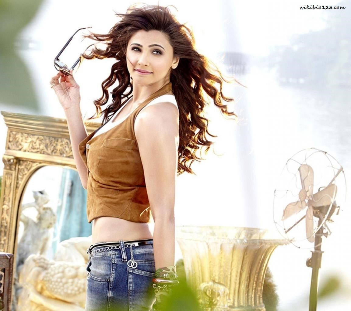 Daisy Shah HD Images Wallpapers Download