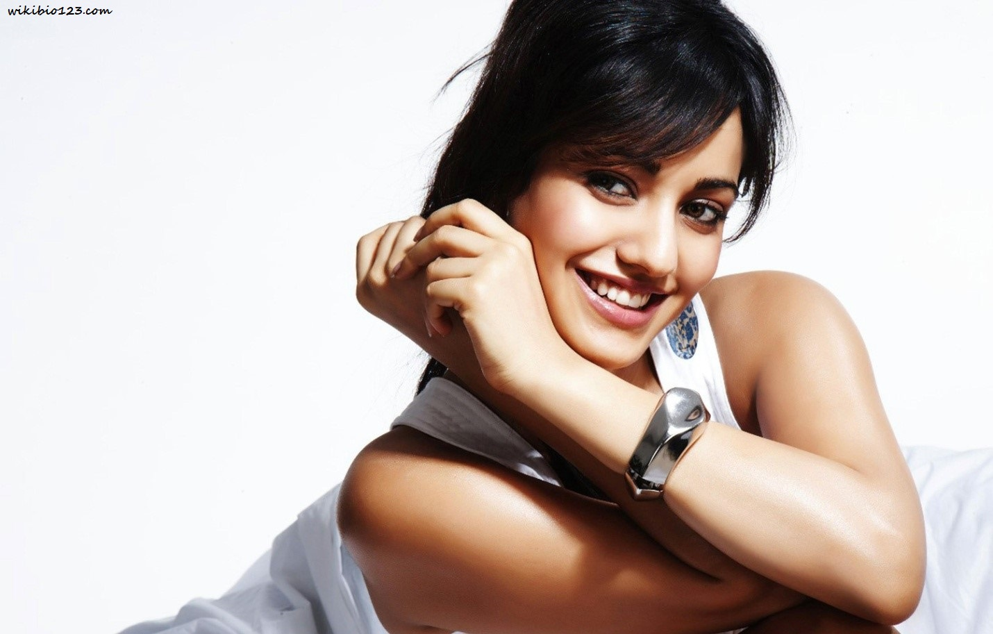 Neha Sharma HD Images Wallpapers Download