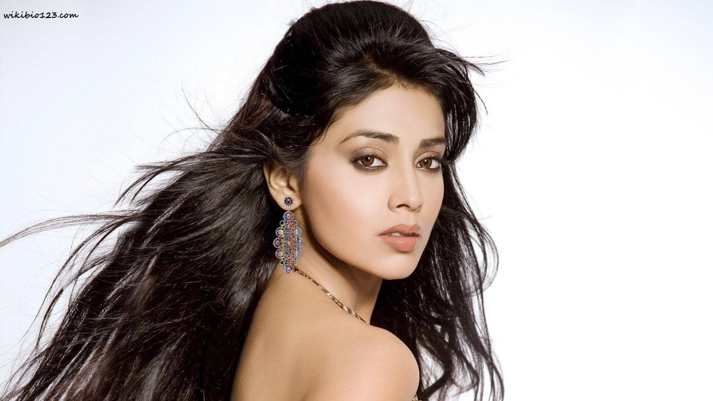 Shriya Saran wiki Bio Age Figure size Height HD Images Wallpapers Download