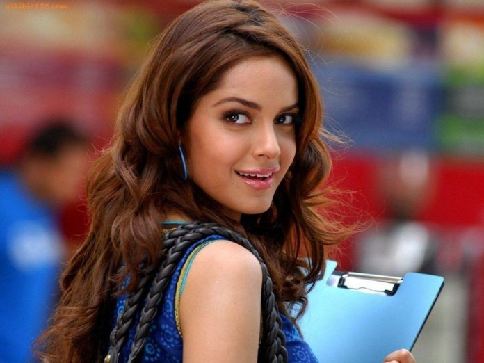 Shazahn Padamsee wiki Bio Age Height Hobby Achievements Friends Family HD Images Wallpapers