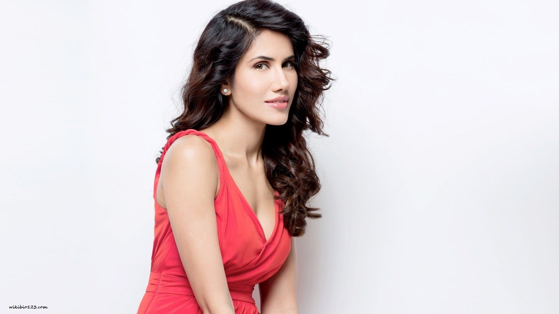 Sonnalli Seygall  Wiki Bio Age Figure Size Height Hobbies HD Images Wallpapers